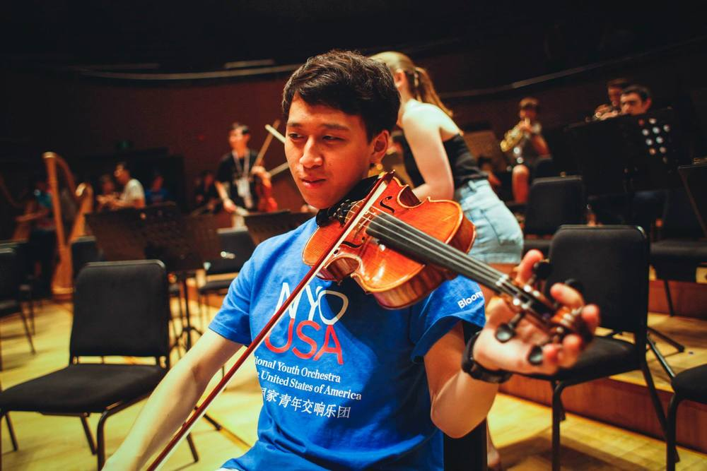 "Gordon ""Truuuu"" Ma , Class of 2019, violin, is from North Carolina and currently lives in Holworthy. He hopes to concentrate in Physics with a possible secondary in Economics. Gordon's favorite classical recording is Glenn Gould's Goldberg Variations (1981) by J.S. Bach. Aside from classical music, he enjoys long walks, deep talks and biking in his free time. He also really likes people who give good hugs. Martine gives good hugs. Therefore, Gordon likes Martine."