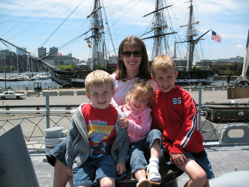 KELLY AND HER KIDDOS ON A BETTER DAY IN BOSTON