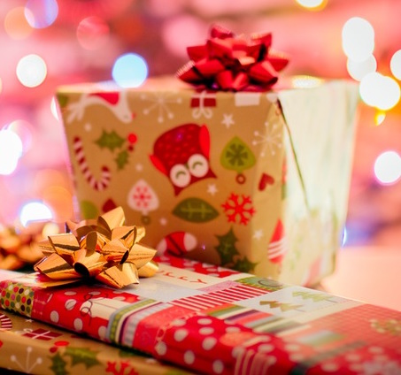 The Joy Of Gifting.  The holidays are here and we know that shopping bonanza is about to begin. During the holidays, the joy of gifting the ones we love can get rather tricky if you're stuck on what to get. Perhaps you're going all out this year, or maybe you're looking to get little gifts