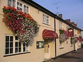 Cinderhill St, Monmouth NP25 5EY Tel no:  01600 715577
