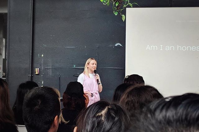 Thank you SO much everyone for waking up early and having a creative morning with me yesterday! Still on a high and it was so cool to see how much the @sydney_cm chapter has grown and evolved over the years 💕 I love this incredible community 💕 (📷: Lucinda Burtt) · · · #honesty #creativemornings #cmsyd #sydney #design #graphicdesign