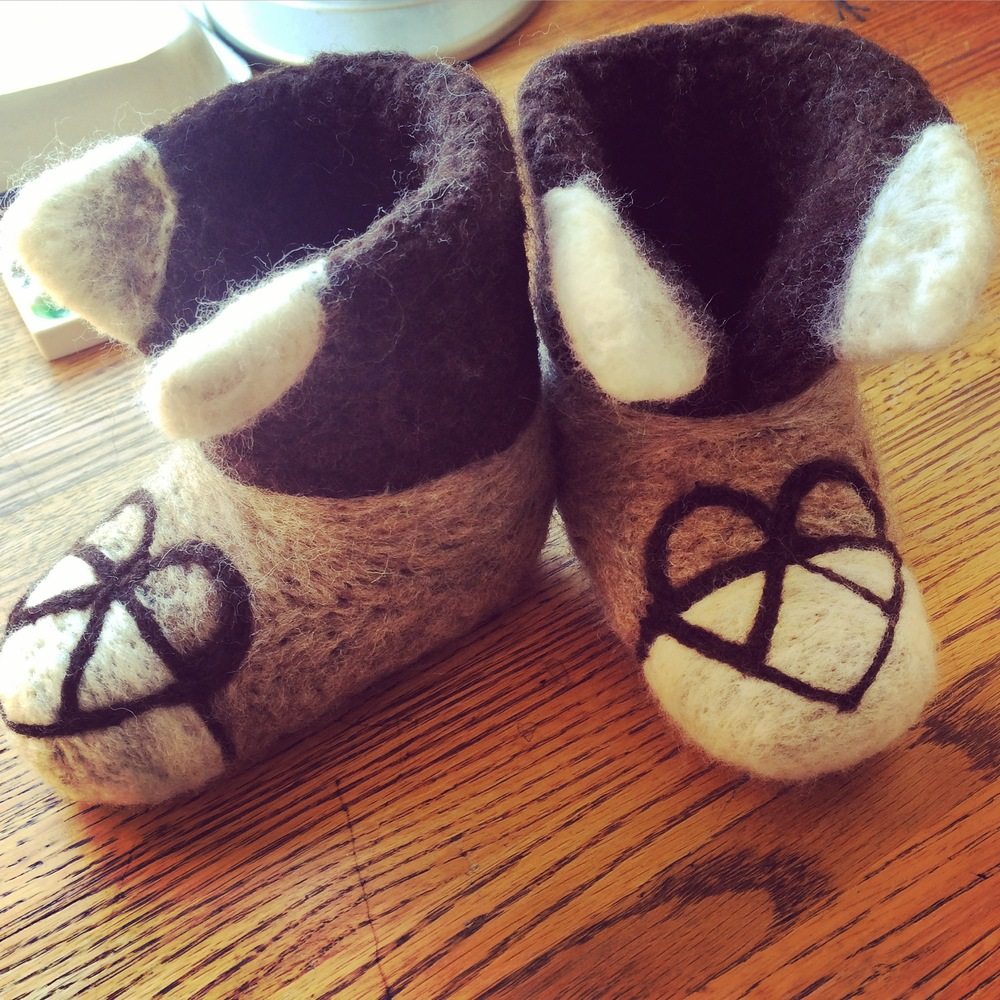 "Hand-felted baby booties ""bond-walker"""