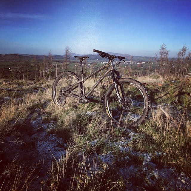 Unreal spin with @totalguiding ❄️☃️🚲 A bit of a #wintery one but hard to beat some crunchy frozen trails! #BTRBadgers #BTR #Newcastle #Tollymore #MBLA #mournes