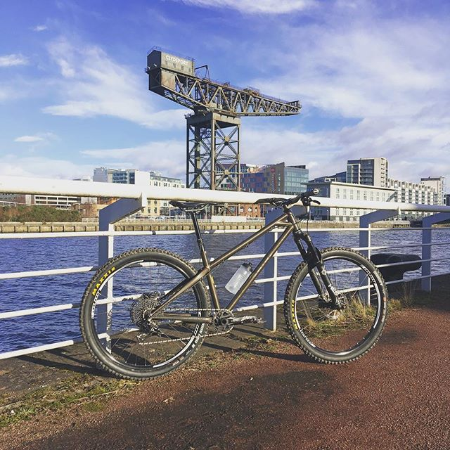 Not sure which steel structure is more impressive! 🚲🏗 #BTR #BTRBikes #BTRBadgers #Ranger #Crane #Glasgow #Clyde #ItsDefinitelyTheBike