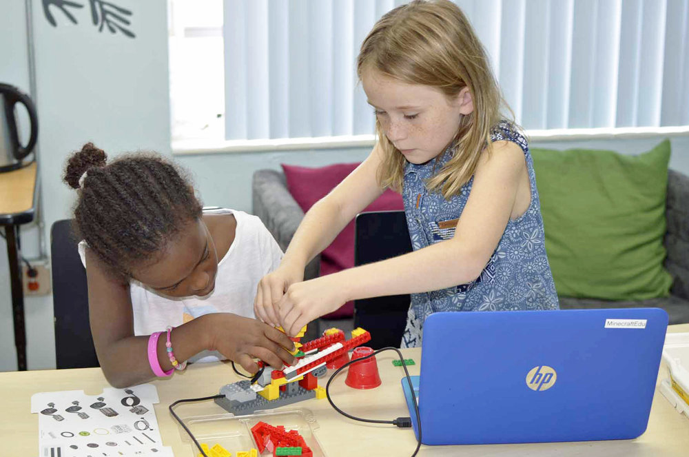 french-emerican-school-miami-electronics-stem.jpg