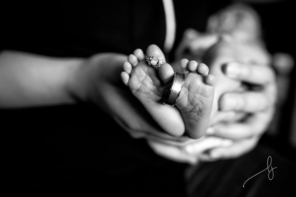 denver lifestyle newborn photographer baby feet