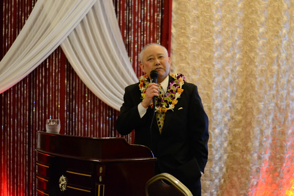 Above : EDI's Executive Director, Alan Sugiyama, gives an acceptance speech at the 2015 OCA dinner.