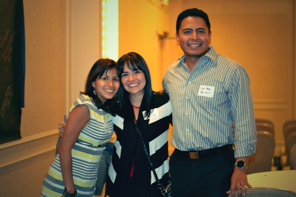 Above   : Linda Sorto, Hispanic Discovery Class of 2012, meets Maryuri Doria and Luis Mata, classmates from the current Hispanic Discovery Class of 2015.