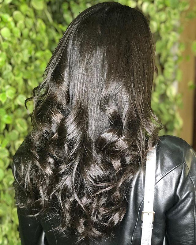 Cabelos saudáveis e mais fortes neste Day Moon. 💛 Nossas clientes @thalitafcarneiro e @carolbellio com as madeixas de arrasar para este final de semana. Amamos cuidar de vocês! . . . #spadeiaerenata #daymoon #luacheia #fullmoon #cabelos #hair #hairstyle #beauty #beautiful #spa #lua