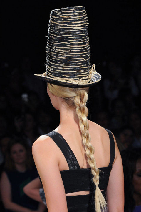 54bc27ed9f363_-_hbz-runway-hair-trends-braids-donna-karan-clp-rs15-4539-lg.jpg