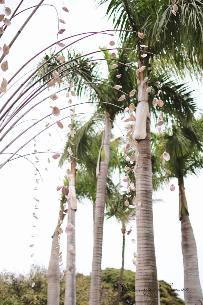 shells hanging from palm trees, what fun decor.