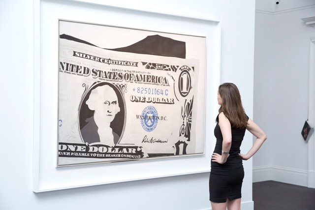 Foto retirada do artigo  Warhol's Dollar Bill Fetches $32.8 Million at Sotheby's London