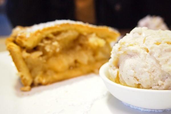 apple pie with cinnamon apple cider ice cream