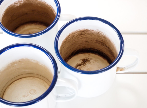 how to clean tea stains from enamel mugs