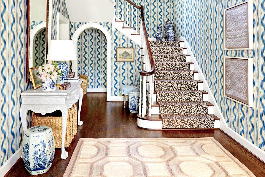 blue-white-foyer-2449601-44339.jpg