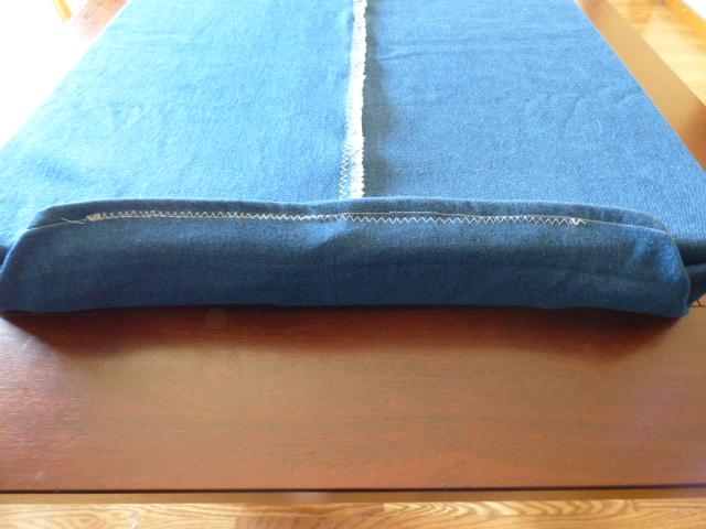 DIY Custom Cushion Cover - DaytoDayAdventures.com