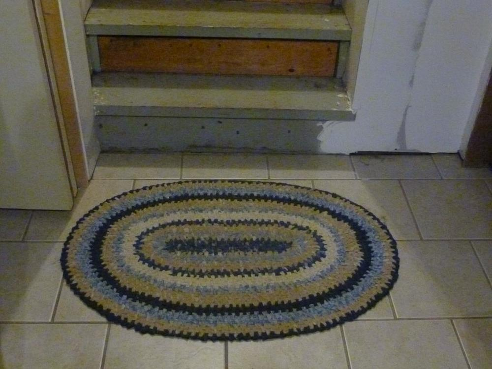 "Fabric can be really expensive but there are a few tricks to finding ""cheap"" fabric for rag rug projects - DaytoDayAdventures.com"