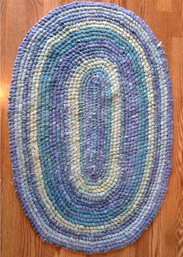 Making rugs from scrap fabric is a wonderful way to create a handcrafted, beautiful and durable rug!  Check out these step by step instructions to make your own rag rugs - DaytoDayAdventures.com
