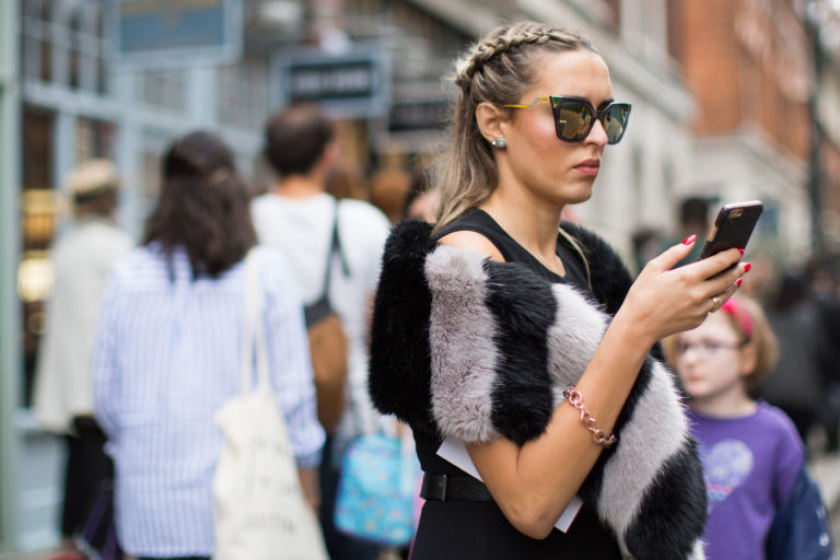 london-fashion-week-street-style-beauty-spring-2017-17-768x512.jpg