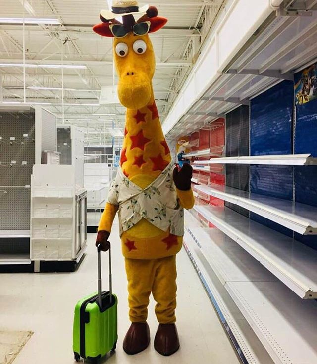 Damn take this in. This is the last day of being a @toysrus kid. This place raised me. The fun and joy it brought me as a child made NEVER wanna grow up. One of the reasons I became an actor. I love to play. #EMO  #closed. #BYEBYE 👋
