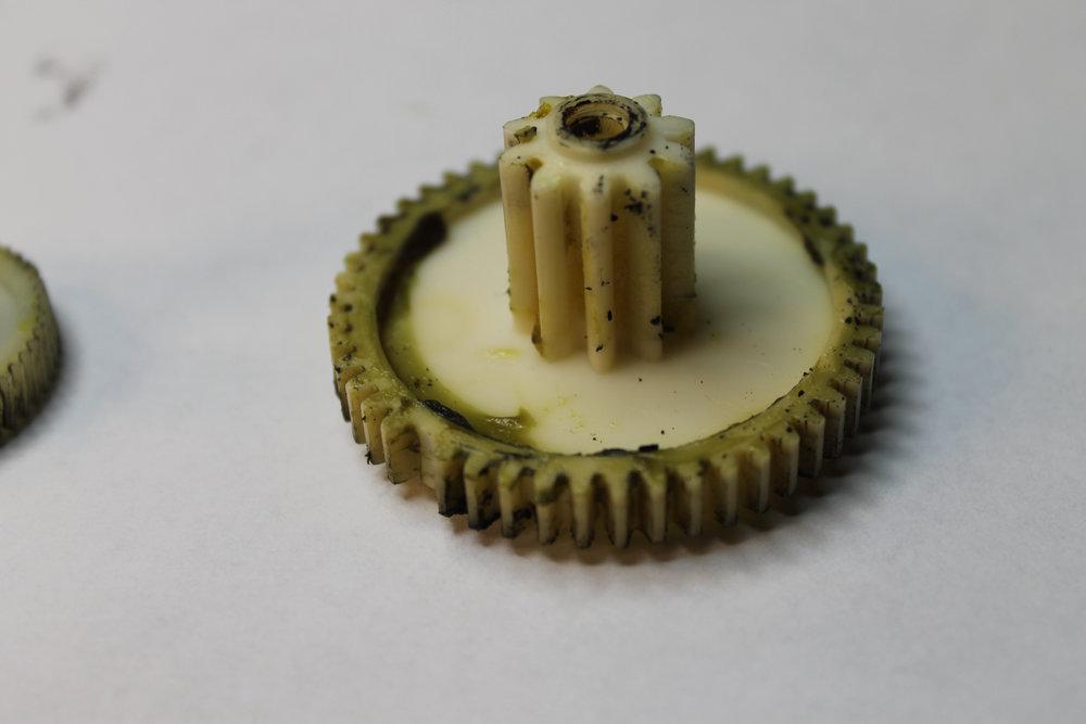11 - 4ZP44jt - Actuator - Transmission Gear - Broken Teeth.jpg