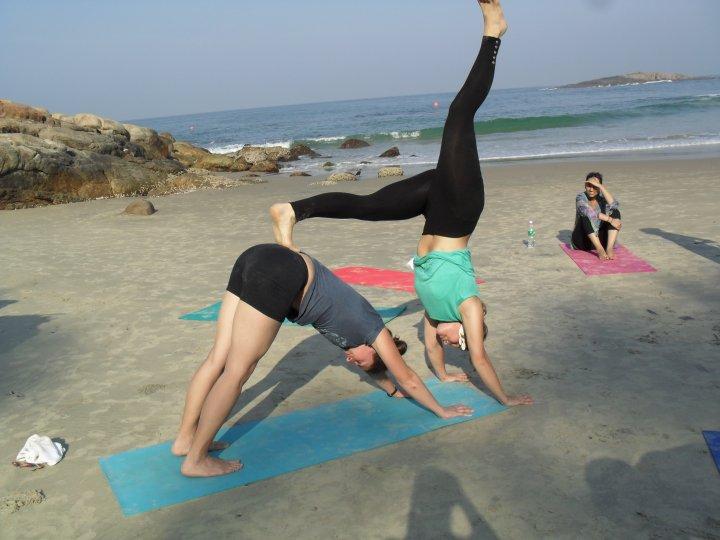 partner yoga1.jpg