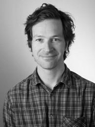 Kristian Mjåland - Kristian Mjåland er sosiolog med doktorgrad fra Universitetet i Bergen. Han er nå førsteamanuensis ved UiA og Senior Research Associate ved Universitetet i Cambridge, og jobber på det samme komparative fengselsforskningsprosjektet som Julie. Kristian og Julie har sammen hatt ansvaret for den norske delen av datainnsamlingen.