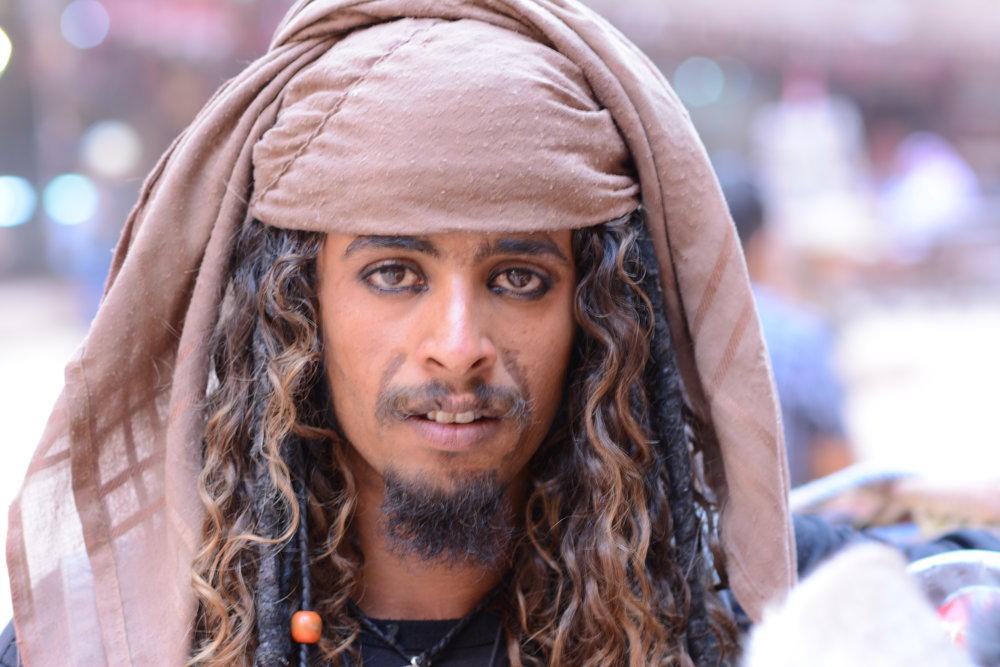 """Na mój komentarz: """"Wyglądasz jak Jack Sparrow"""", odpowiedział: """"To raczej on wygląda jak ja...""""Nie wiem, ile w tym prawdy ;) Natomiast pewna jestem, że część z nich była pod wpływem - nie alkoholu, lecz jakichś środków odurzających, bo ich mowa ciała oraz sposób wypowiadania się jednoznacznie na to wskazywał."""