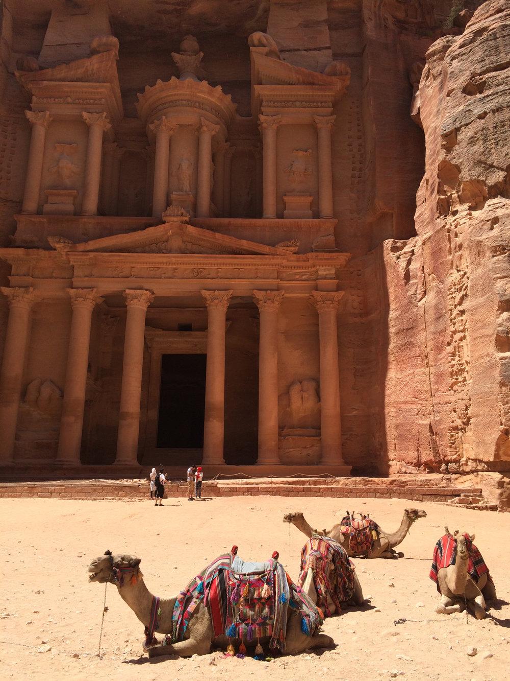 Na dalszą część wycieczki wynająć można osiołka lub wielbłąda