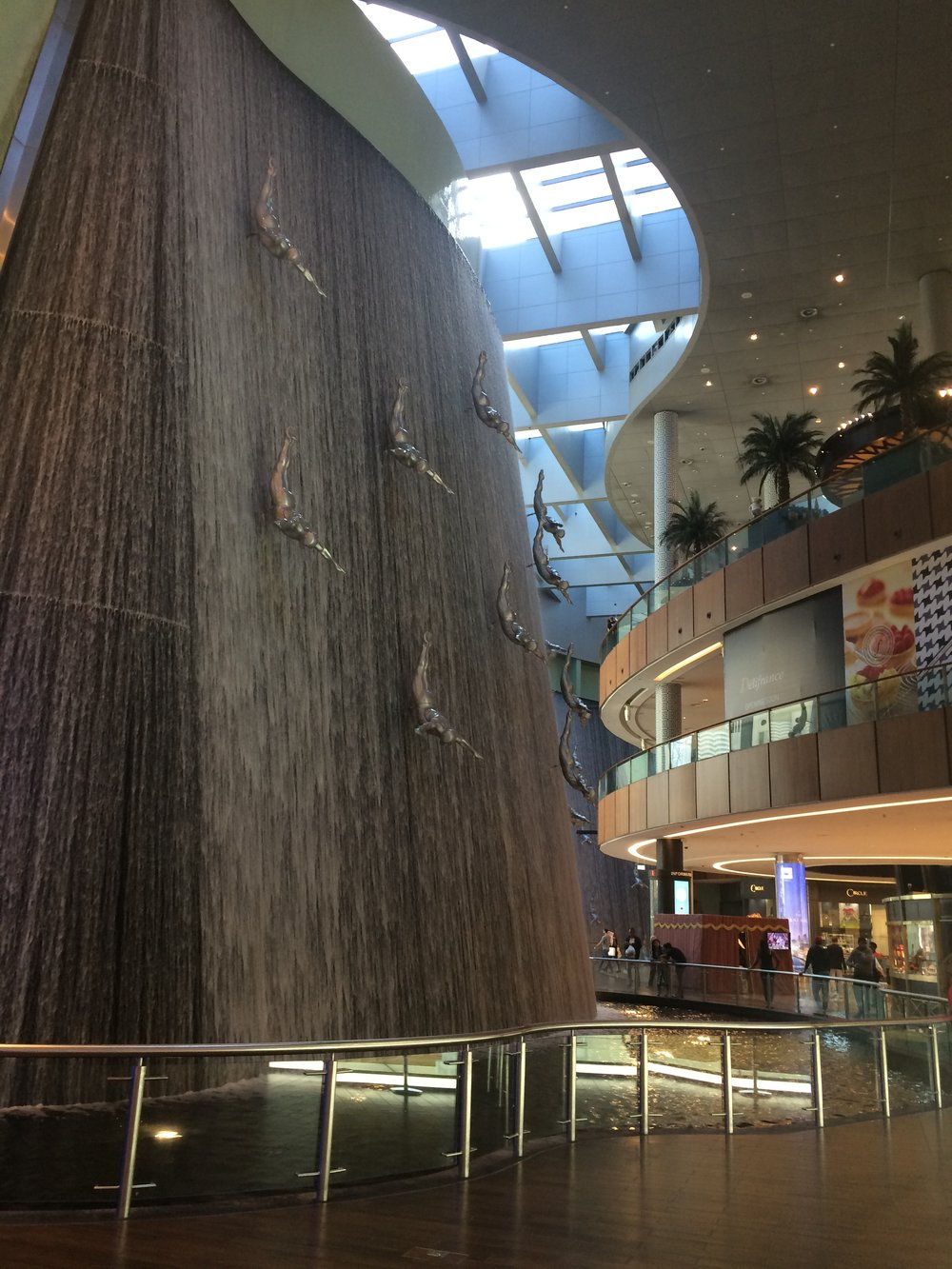 Słynny wodospad ze skoczkami (Human Waterfalls).