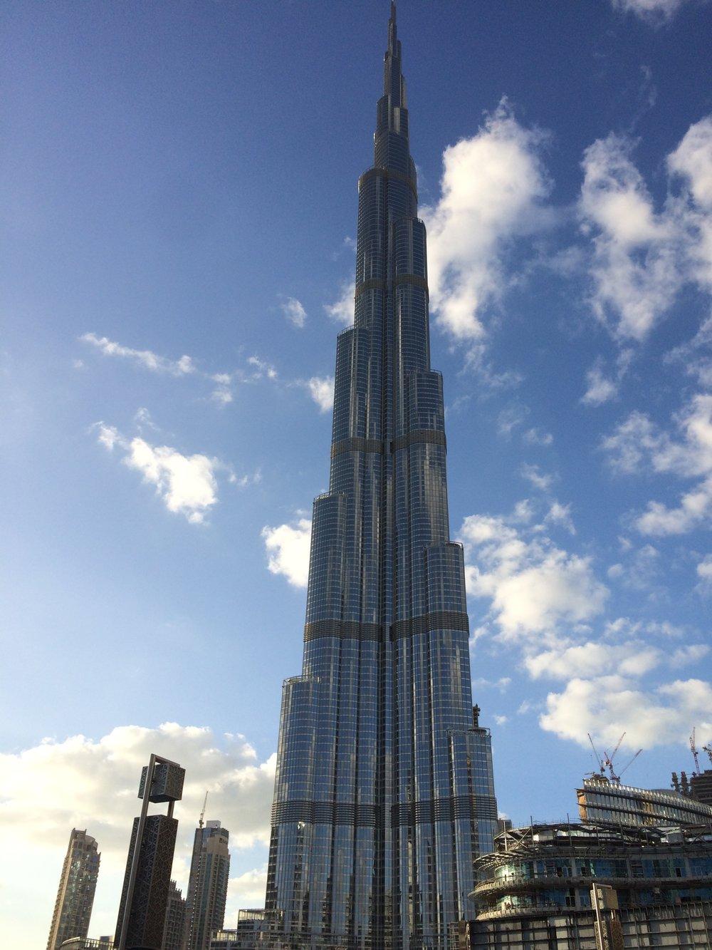 Wieżowiec mierzy 828 metrów i ma 163 piętra.