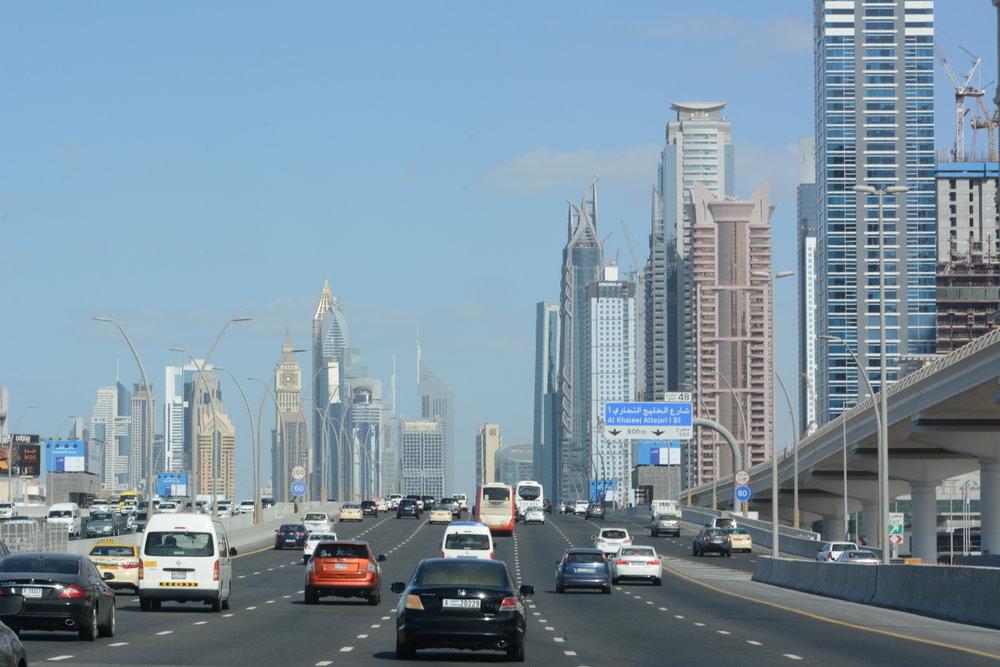 Tak się jeździ w Dubaju.