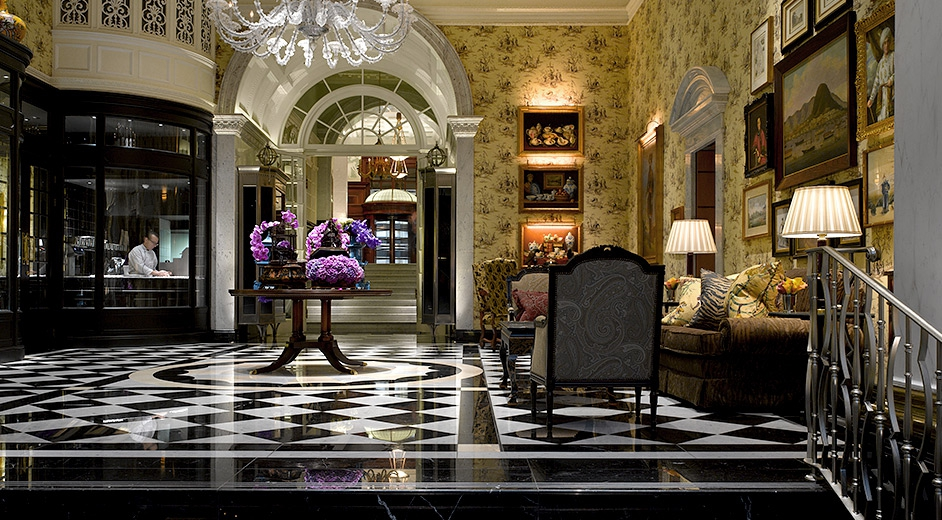 luxury_hotel_london_the_savoy_lobby_b-942.jpg