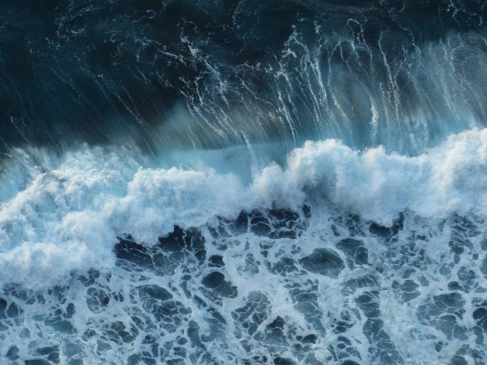 wave-384385_1920.jpg