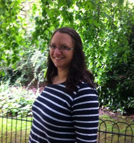 Elisabeth Otlo Larsen, som er den som bidrar inn med fagkompetanse. Hun er utdannet vernepleier og har selv kommet seg ved å være deltaker på kurs hos Fra offer til kriger.