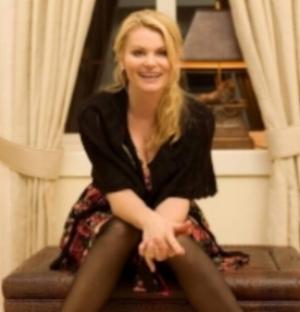 Mia Gundersen,er en norsk sanger og skuespiller .  Hun har en allsidig karriere, nå er hun mest aktuell som dommer i Norske talenter på tv2 gjennom flere år.