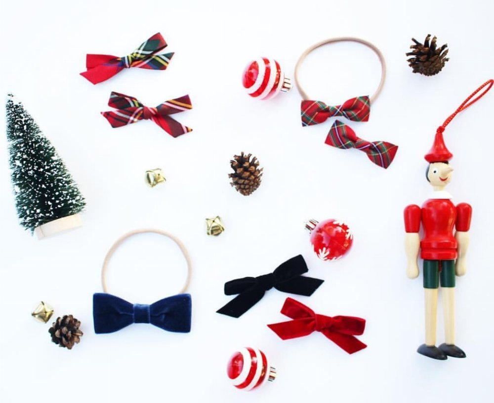 {La Buffina Holiday Bows found here}