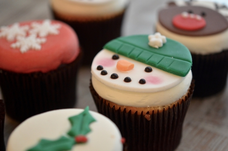 {Williams Sonoma Holiday Cupcakes}