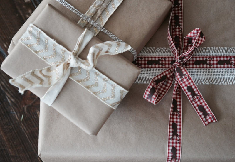 {Kraft Paper-Wrapped Presents = My New Obsession}