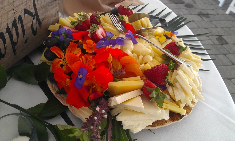 Edibleflowerplate.jpg