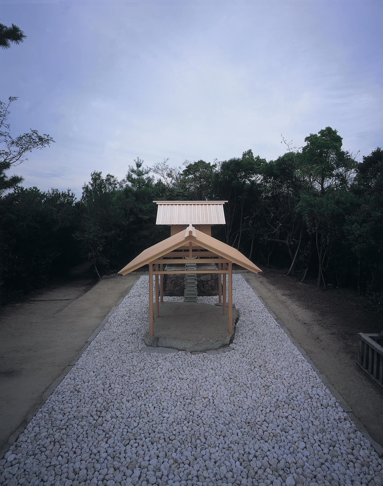 Go'o Shrine, Hiroshi Sugimoto: Appropriate Proportion, Photo: Hiroshi Sugimoto