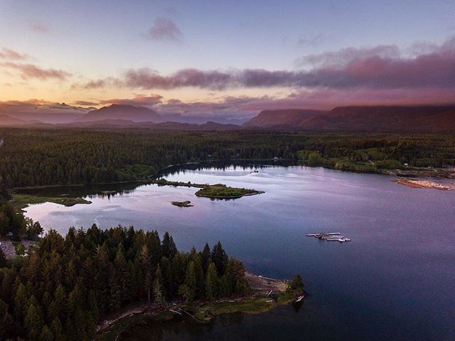 Sunset on Vancouver Island, shot from Ucluelet. We got a few beautiful sunsets during our time on the island and the drone was the perfect way to shoot it. I didn't have to move from the balcony! 👌🏻 . . . #ucluelet #vancouverisland #tofino #tourismtofino #shareVI #sunset #vancouverislandguide #hellobc #vancitybuzz #vancouverisawesome #dailyhivevan #explorebc #canada #nikoncanada #greatnorthcollective #beautifulbc #narcityvan #vancityfeature #canadavacations #insidecanada #imagesofcanada #vancouvercanada #BvSquad #vancitybuzz #igvancouver #djimavicpro #mavic #dronestagram #fromwhereidrone
