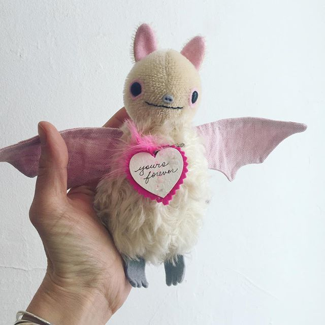 It's ok to be a little extra sweet and precious for Valentine's Day 💝 I'll have albino bats in the update tomorrow at noon CST!