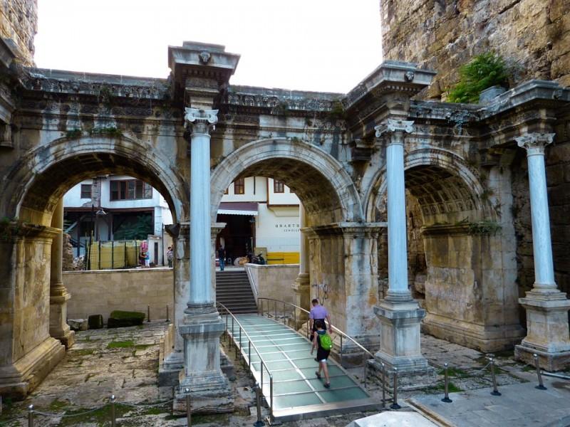 hadrians-gate-65256_960_720.jpg