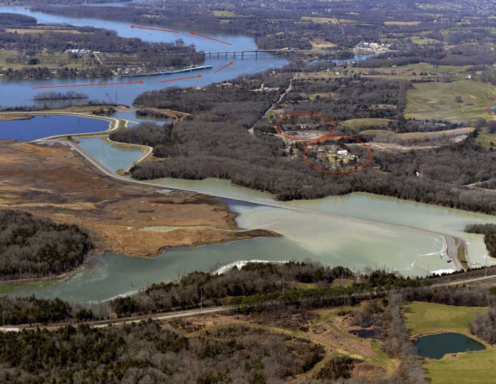 TVA's 476-acre coal ash pond at its Gallatin Plant. The nearby river and residences are highlighted in red. Photo courtesy of  Southern Environmental Law Center .