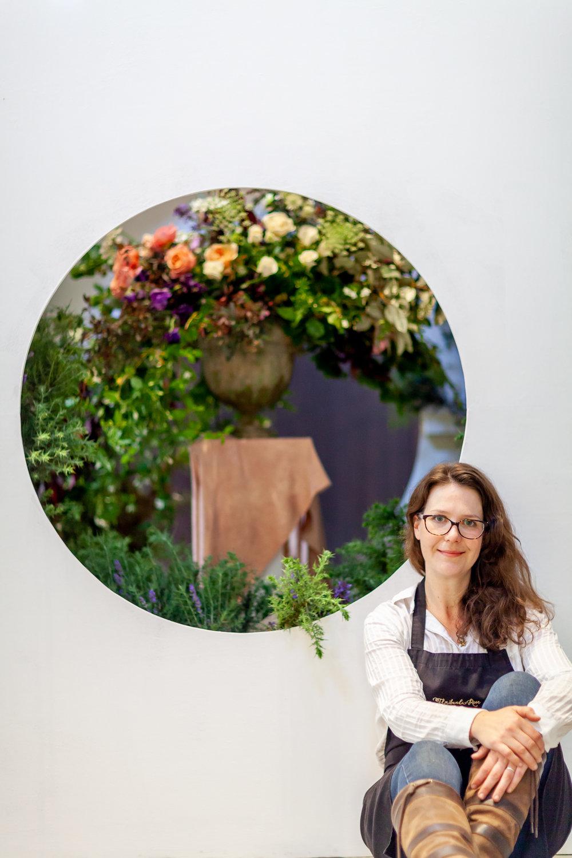 Floribunda-Rose-installation-British-Flowers-Week-2018-at-Garden-Museum-by-New-Covent-Garden-Market (11).jpg