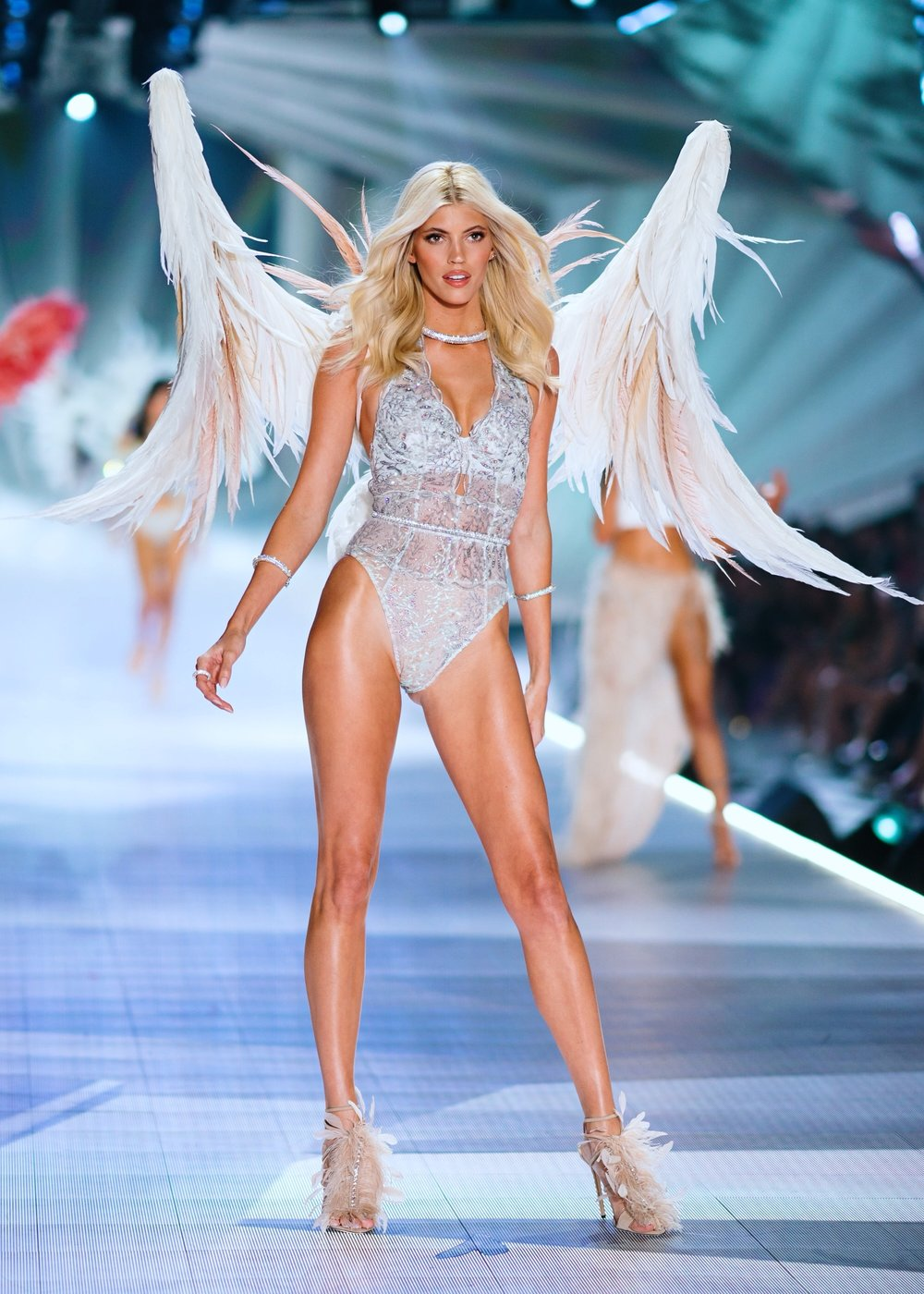 Devon Windsor, Victoria's Secret, Victoria's Secret Fashion Show, Super Model, Modeling, Celebrity, Devon, VS