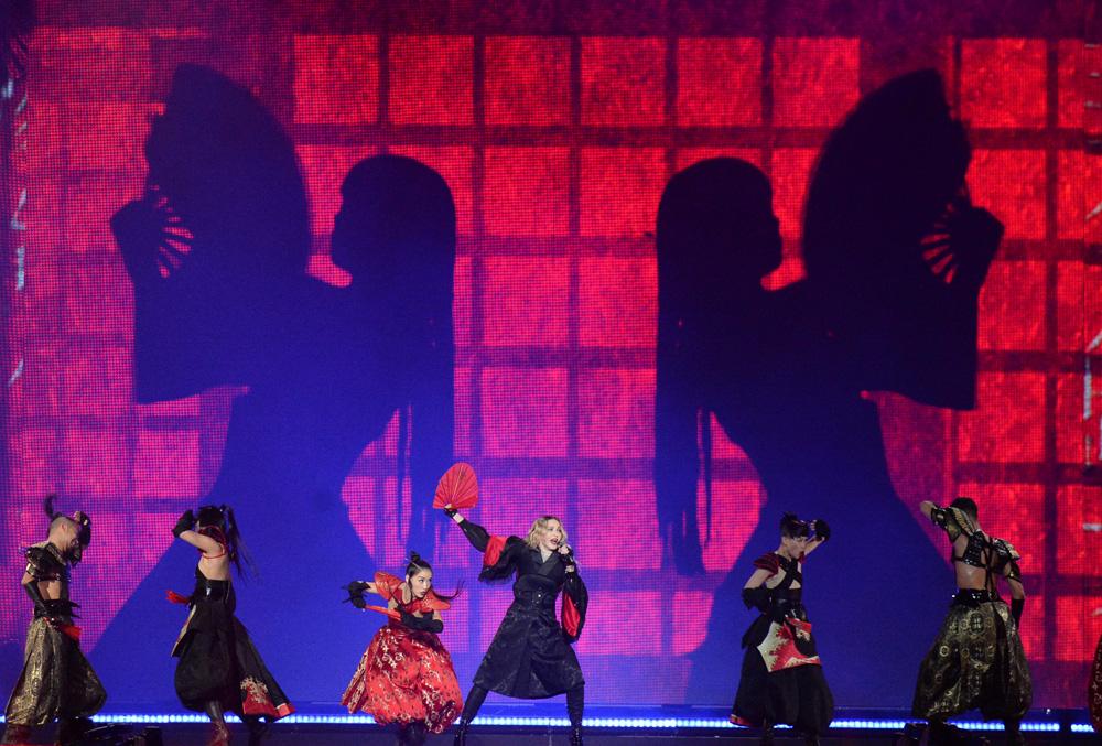 576711507LL006_Madonna_Rebe.jpg