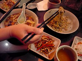 267x200xfood_spread_chopsticks.png.pagespeed.ic.auEBVEg4f5.jpg