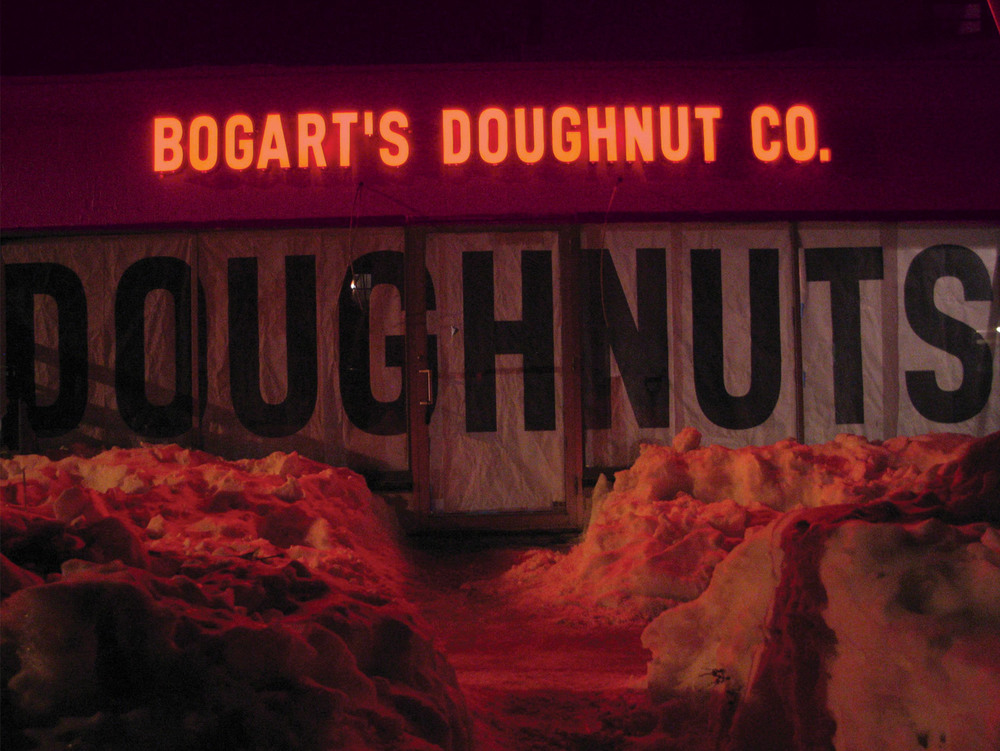 Bogarts-Doughnut-Co-Sign-07.jpg